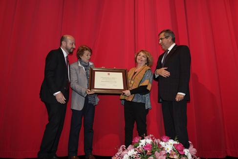 Sonia Montecino recibió medalla al mérito Abate Juan Ignacio Molina