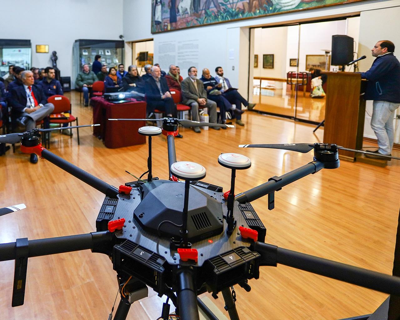 Académico desarrolló sistema de sensores para drones que apoya combate a incendios forestales