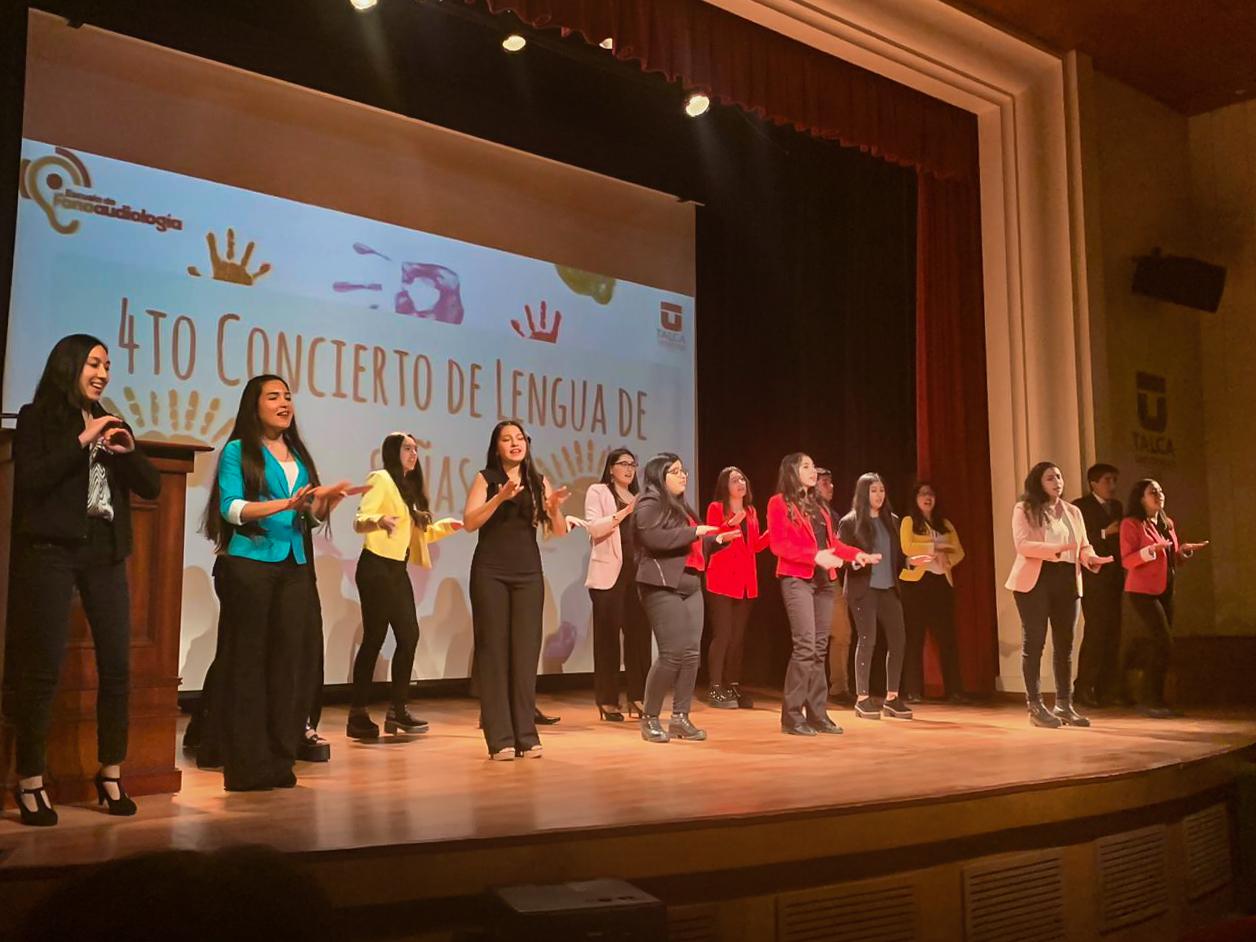 Alumnos de Fonoaudiología realizaron un concierto en lenguaje de señas