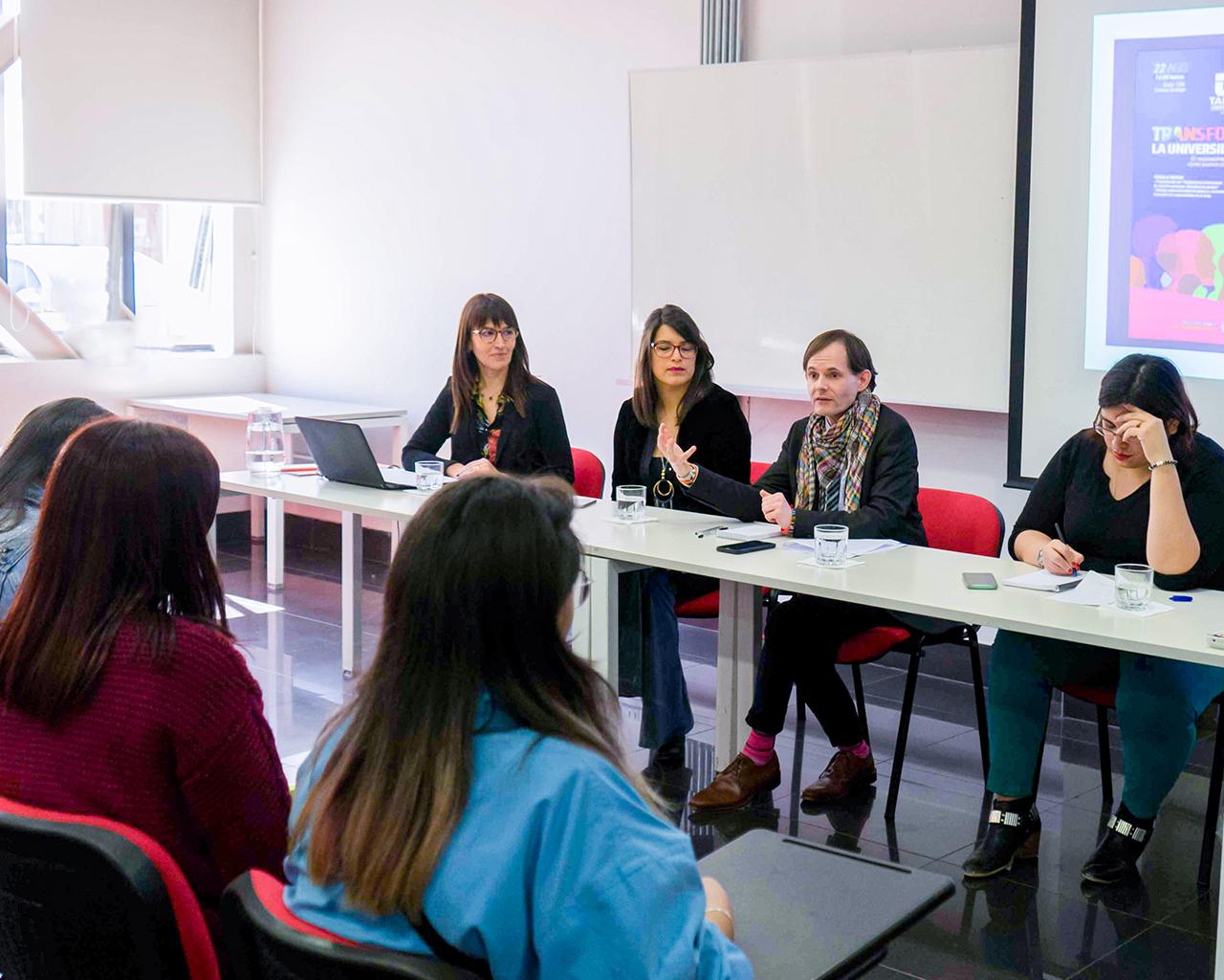 Expertos analizan la identidad de género y derechos humanos