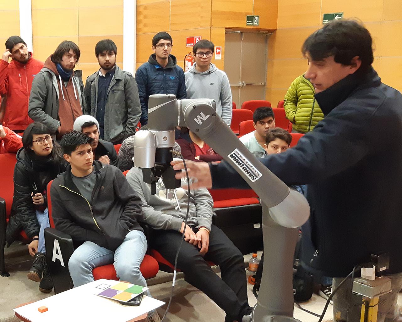 Estudiantes de Ingeniería conocen nuevas tecnologías robóticas