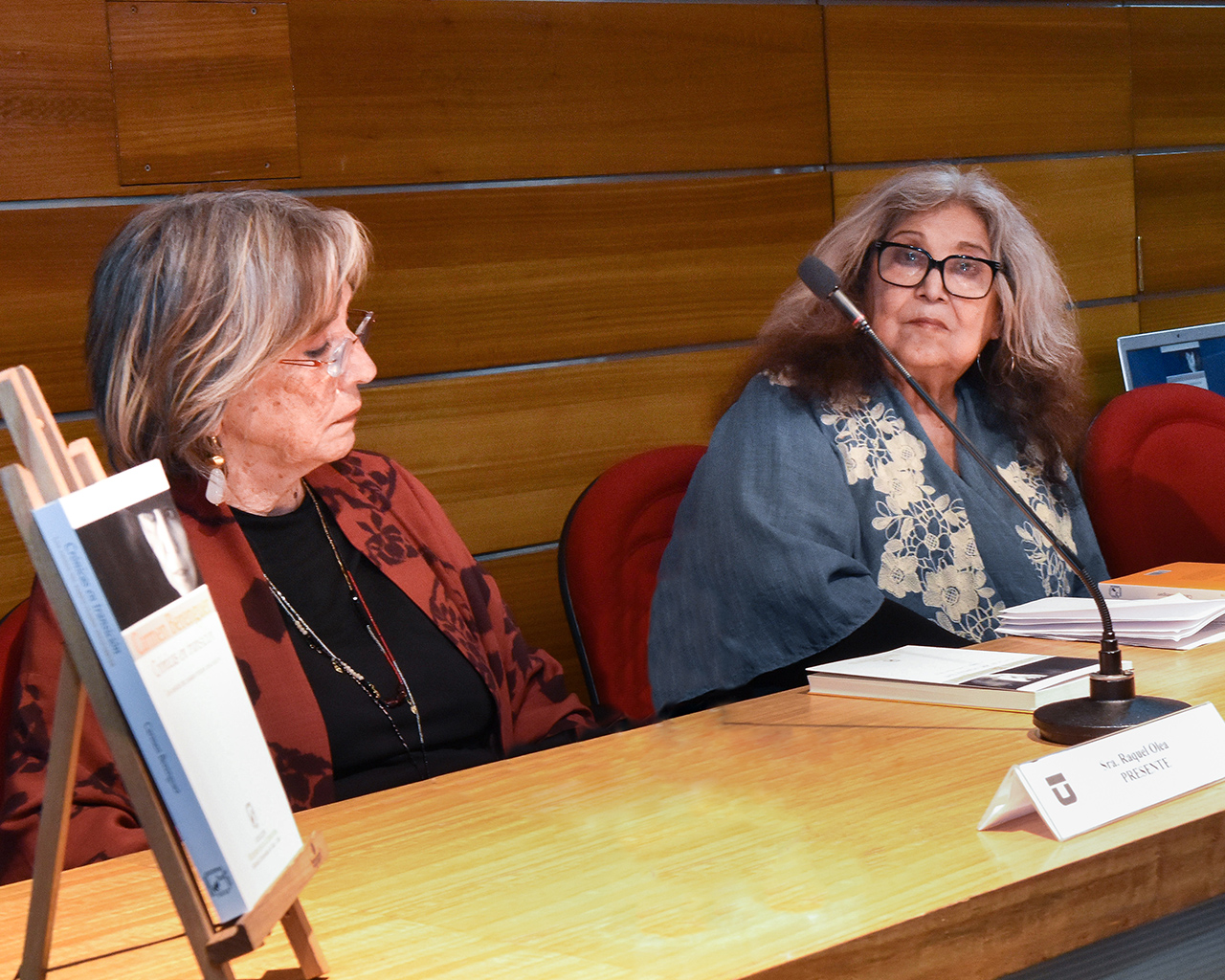 Lanzan libro de Crónicas de Carmen Berenguer