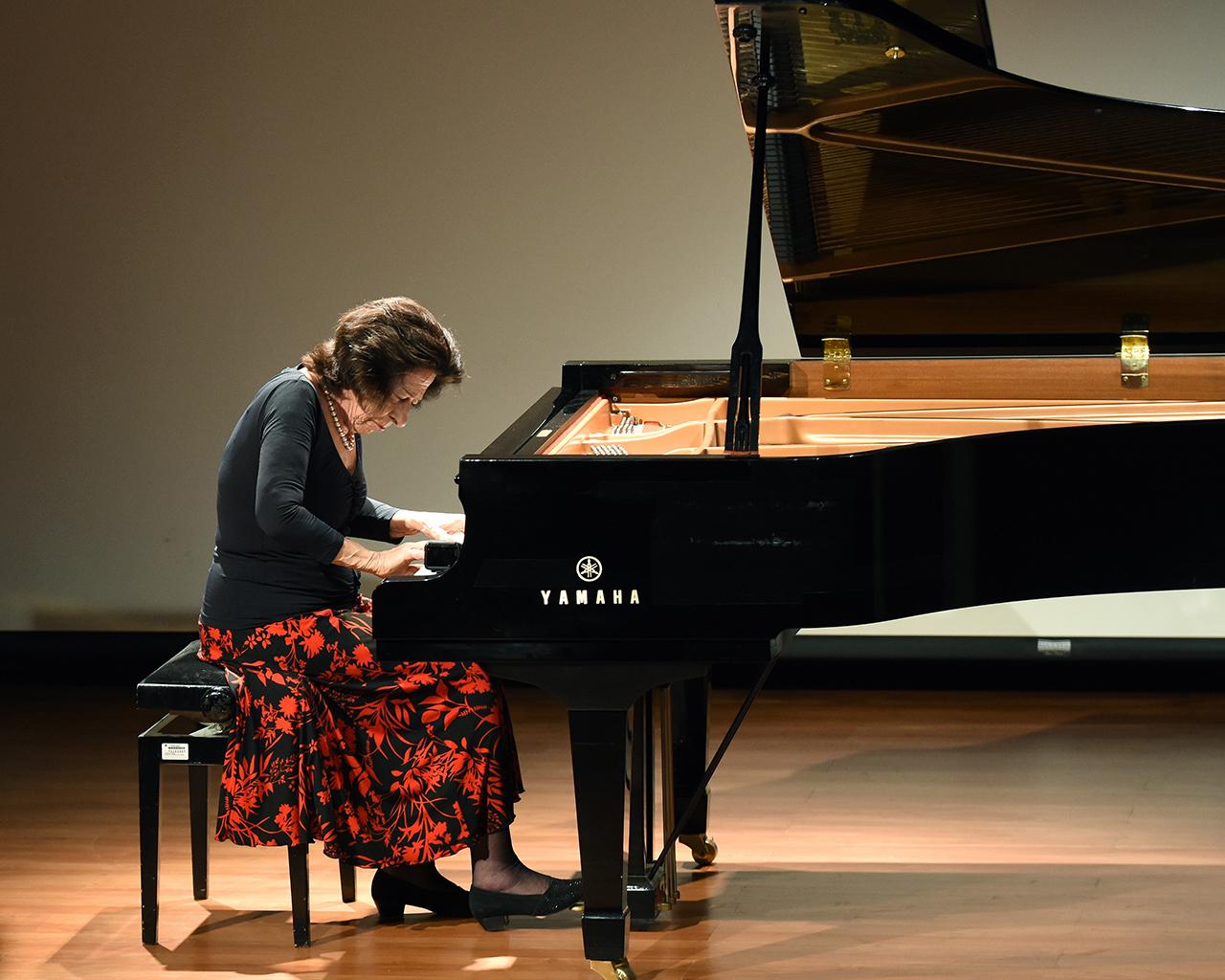 Edith Fischer, discípula de Arrau, cerró Ciclo de Mujeres en la Música de la UTalca