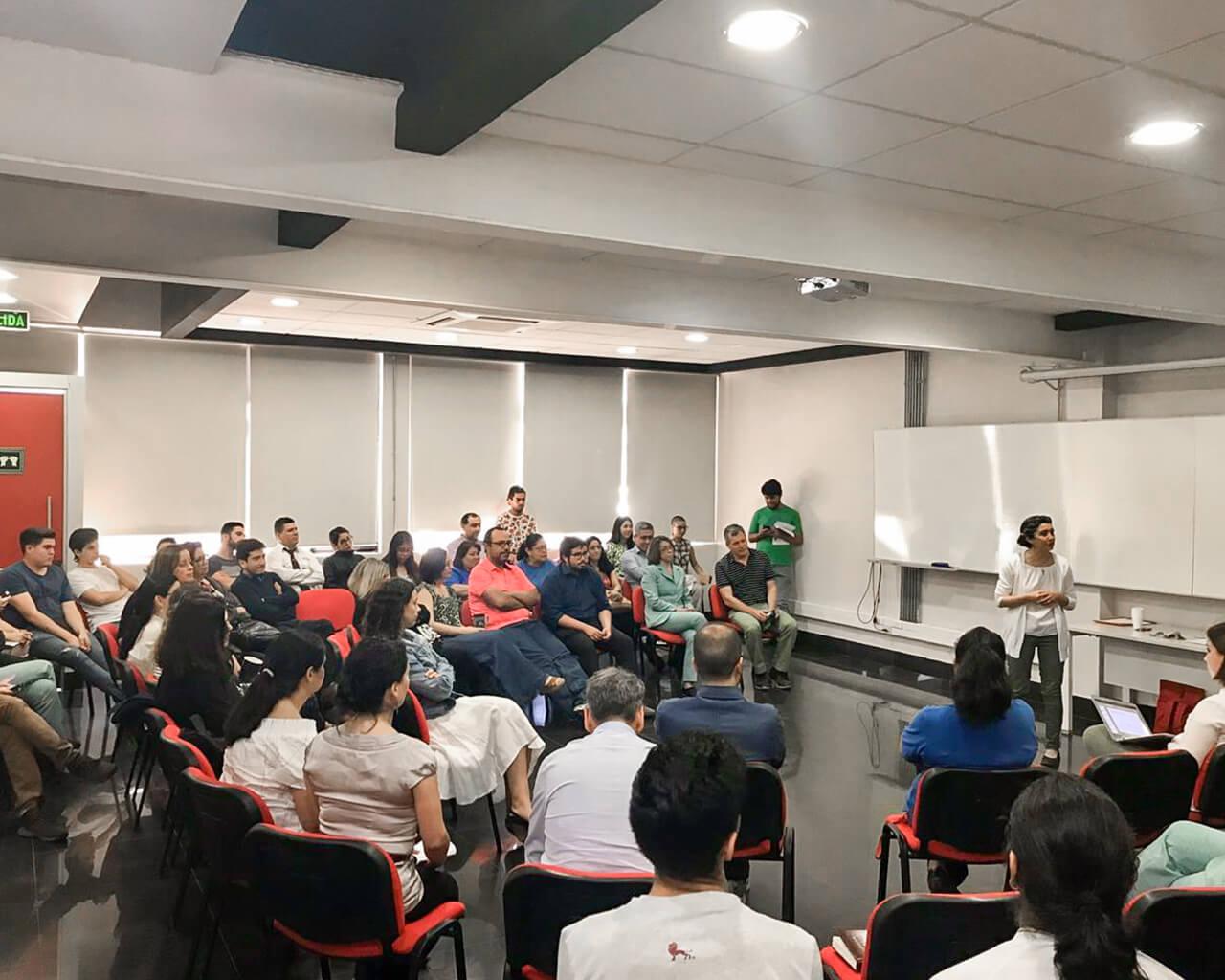 Comunidad debatió sobre la situación del país