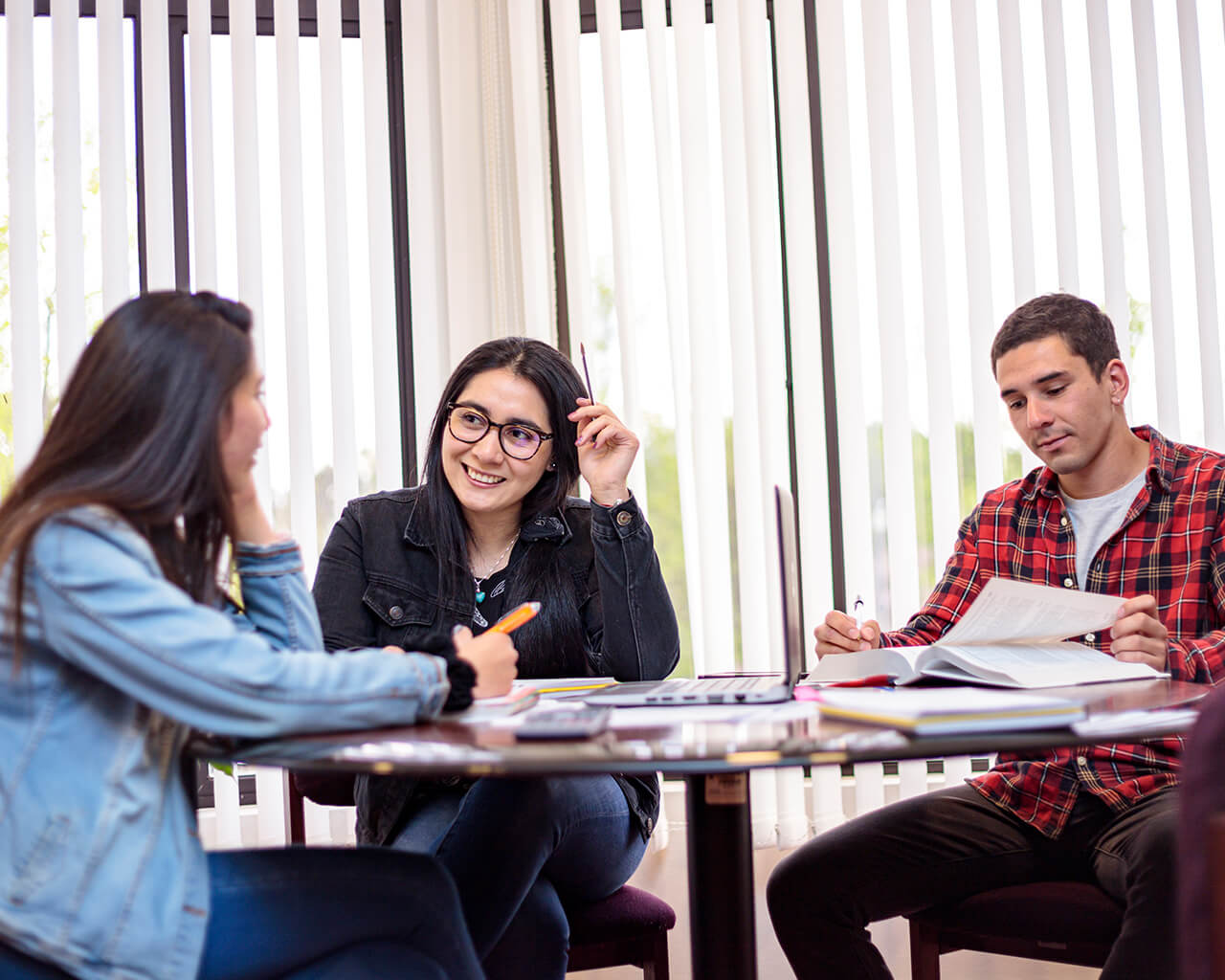Universidad reflexiona y genera propuestas para reforzar modelo educativo