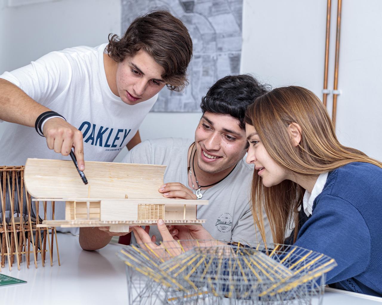 Estudiantes de Arquitectura han ejecutado más de 600 proyectos para la comunidad