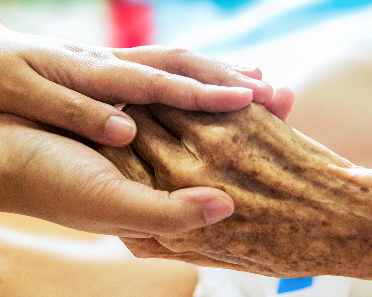 Entregan recomendaciones para el cuidado de adultos mayores en tiempos de pandemia