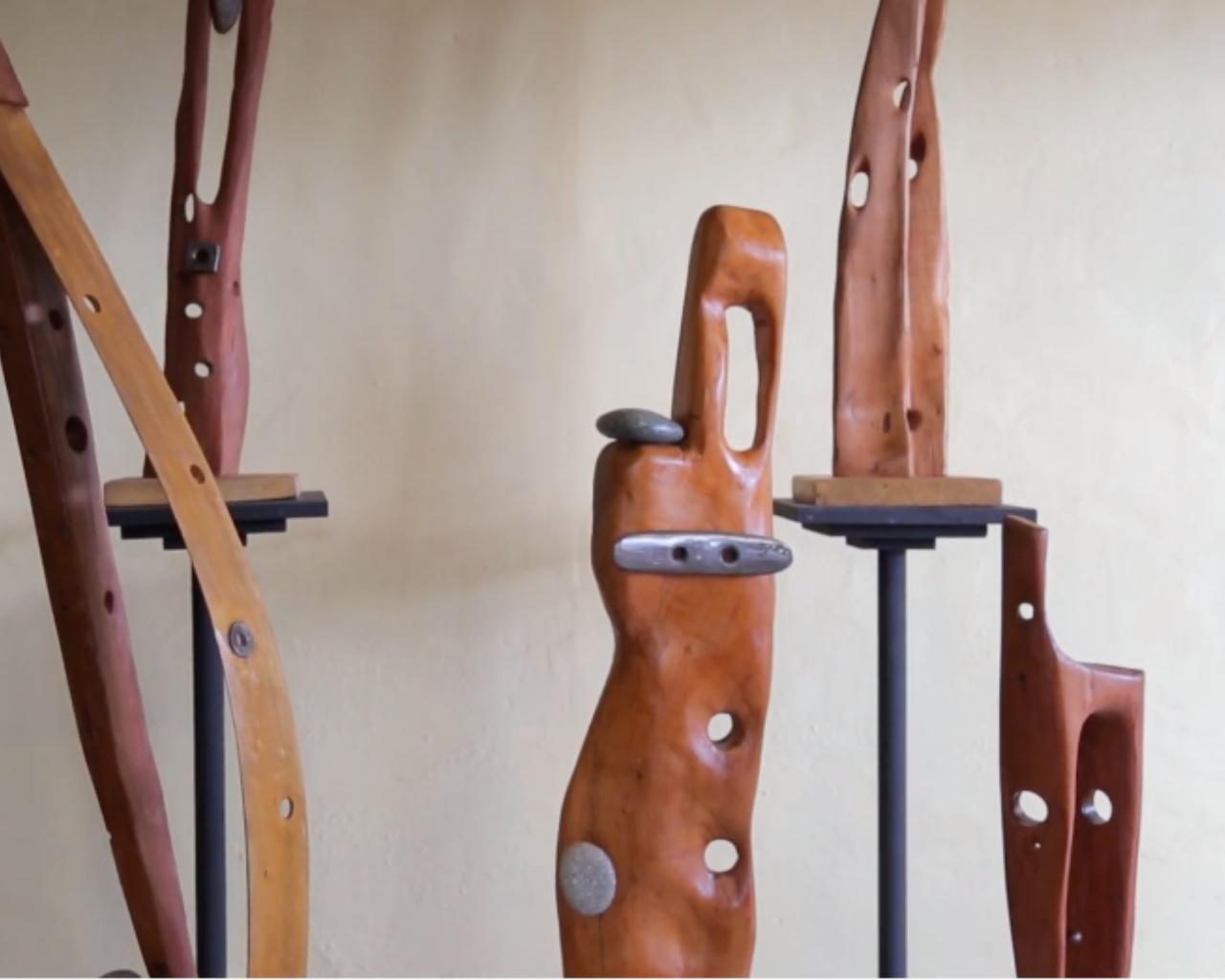 Exposición reúne obras que hacen renacer la madera