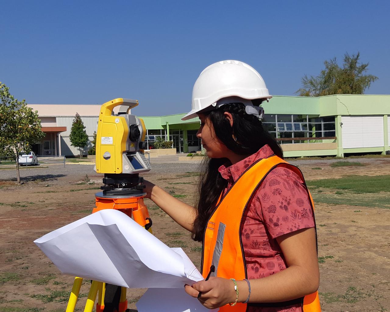 Ingeniería Civil en Obras Civiles cuenta con su primera egresada