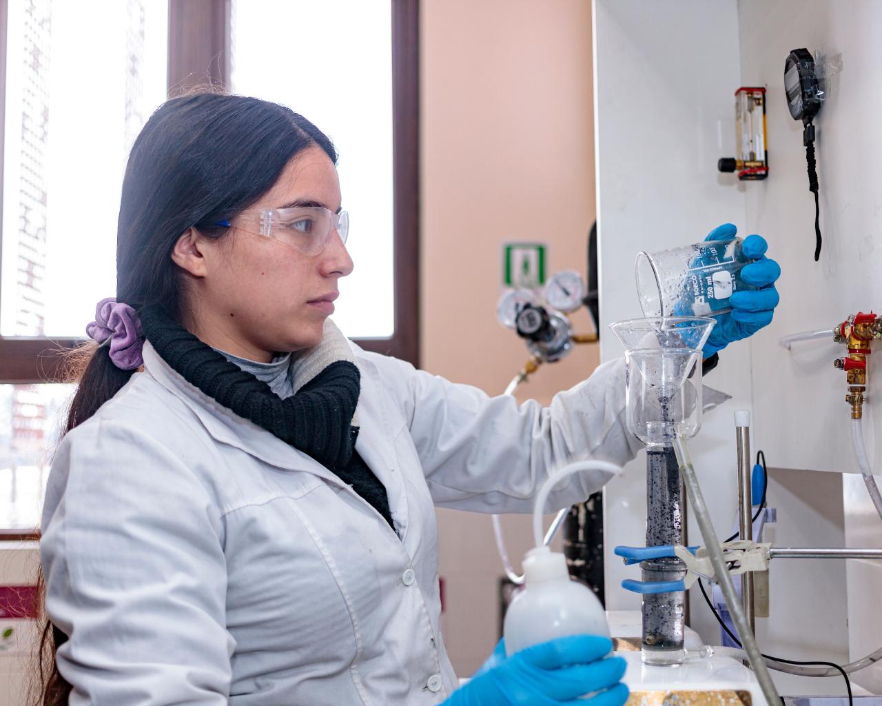 Analizan estrategias para disminuir brechas de género en el quehacer científico universitario